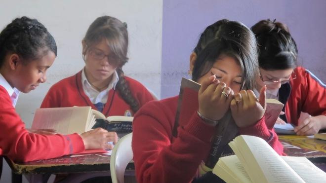 Leyendo en el aula 1 - © Nicolás -Pako- Cuellar